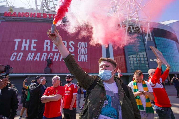 邮报:曼联要对球迷抗议事件负责,可能因此被罚扣除积分