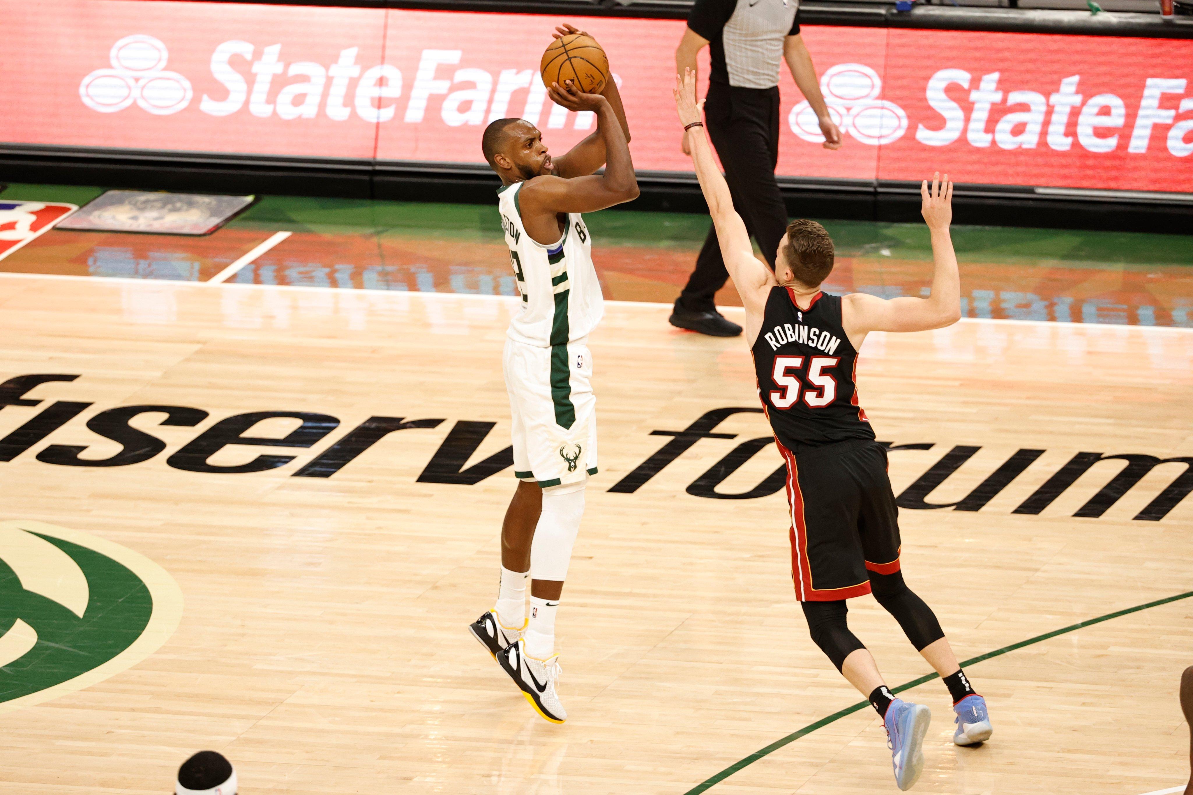 雄鹿半场命中15记三分为NBA季后赛半场第二高的三分数插图