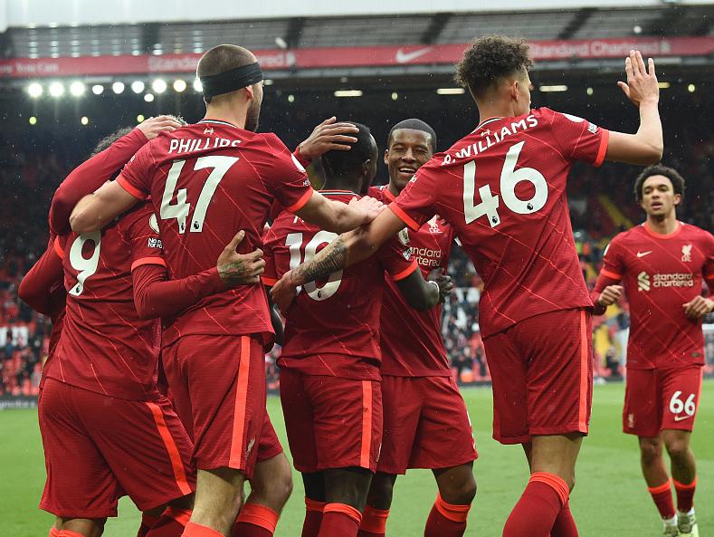 马内双响萨拉赫失良机,利物浦2-0水晶宫锁定前四进军欧冠