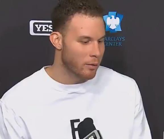 格里芬:我不喜欢从背后传球,但我确实开始这么做了