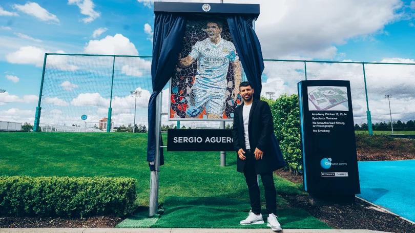 他值得!曼城官方:俱乐部将为阿圭罗修建雕像、命名球场