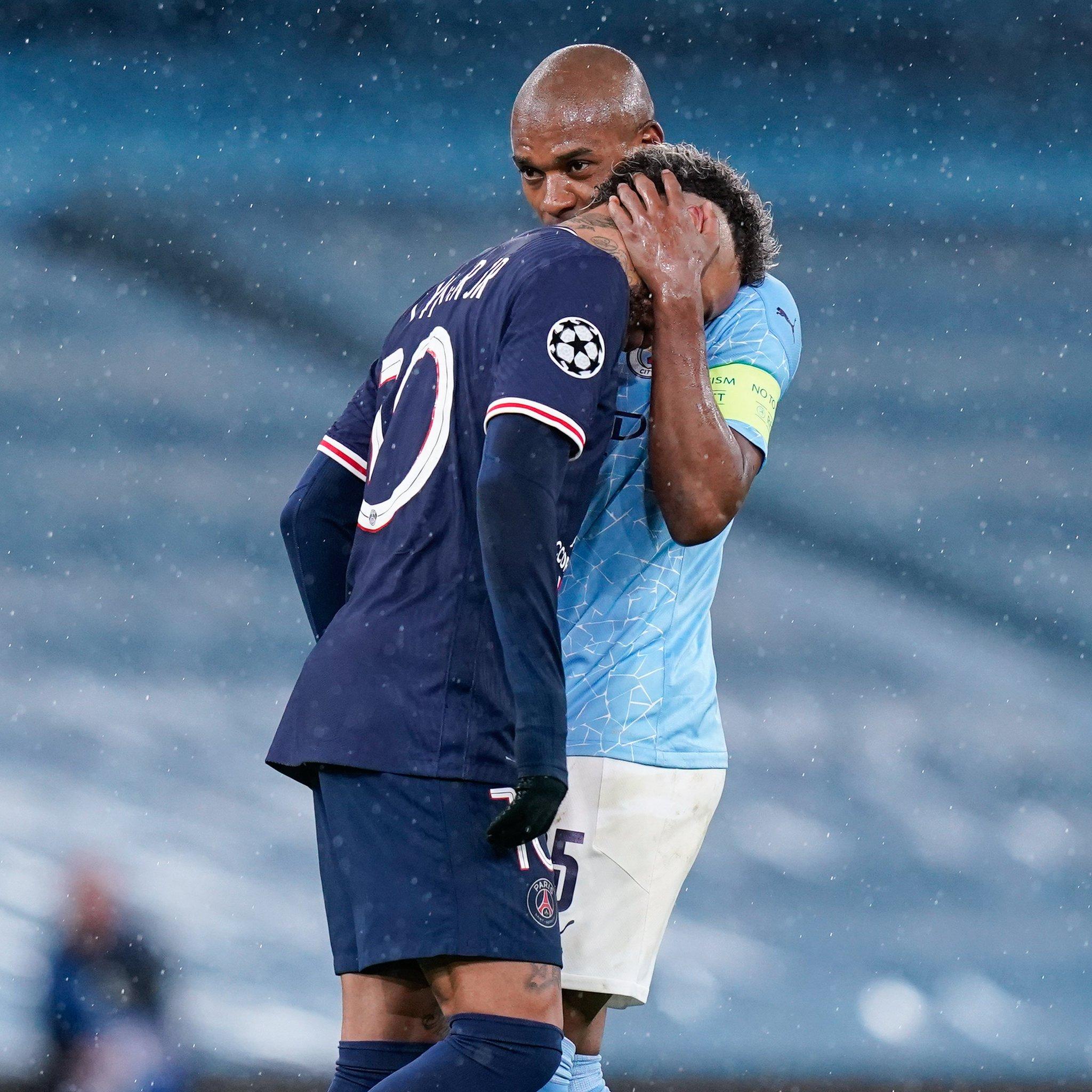 一图流:内马尔赛后泣不成声,国家队友费鸟送上拥抱并安慰