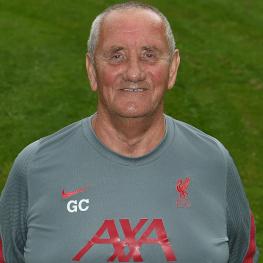 彭德怀电视剧!为利物浦工作35年的球衣管理员格雷厄姆-卡特退休