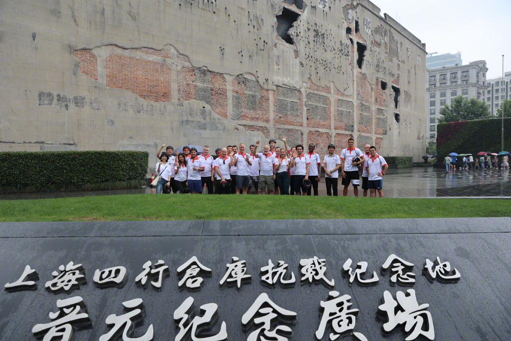 莱科、莫雷诺骑行上海街头,感受建筑历史了解端午文化