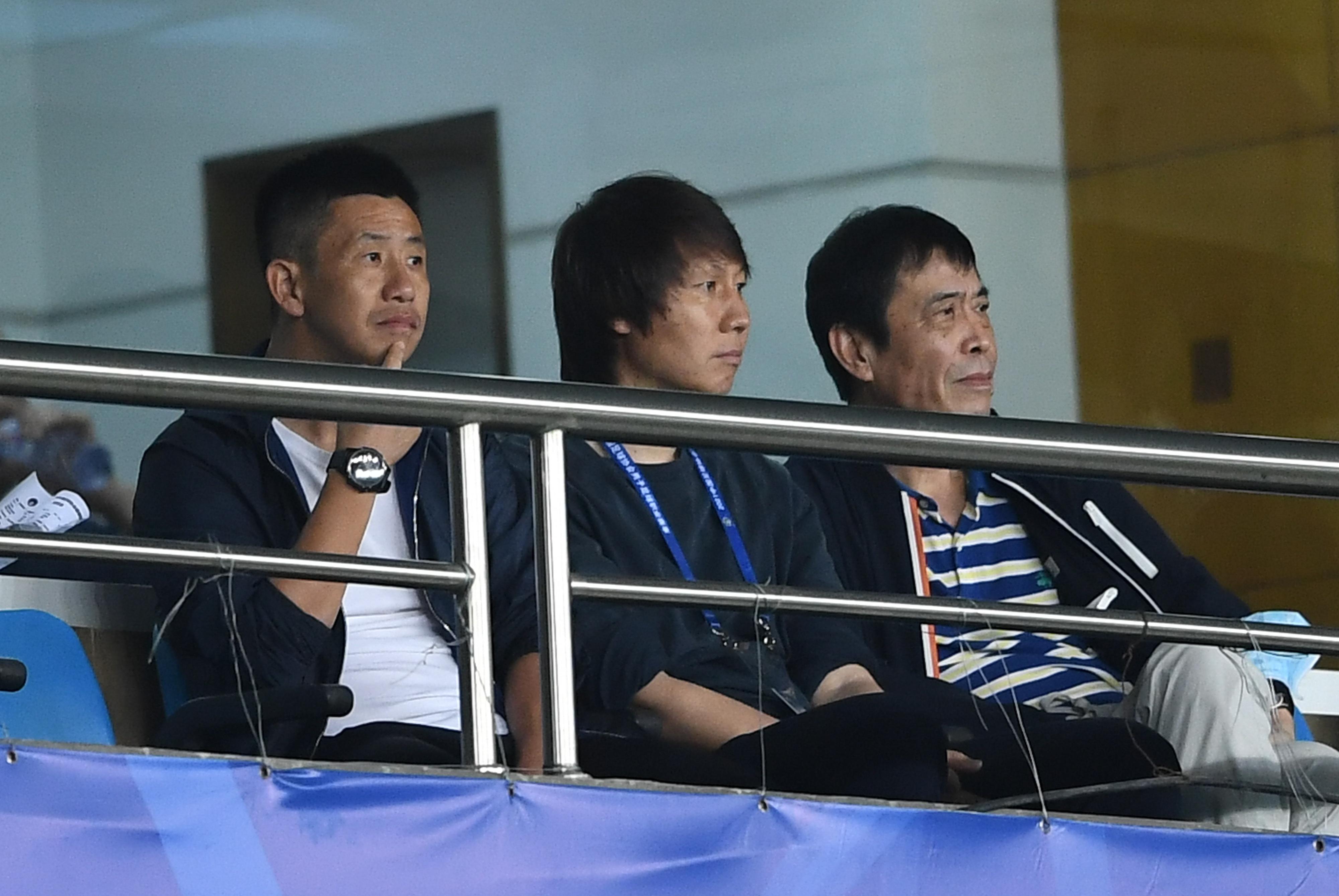 一图流:都支持谁?李铁、郑斌与陈戌源观战上海德比