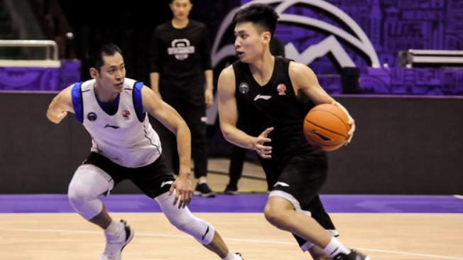 陈培东:自己比上个赛季有进步,希望能像张庆鹏那样打球