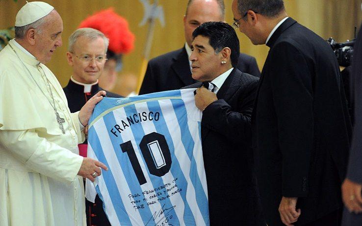 教皇为马拉多纳祈祷,并向他的家人寄送了念珠和慰问信
