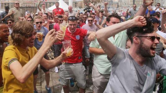 电讯报:EFL要求政府取消球场禁酒令,但不强制球迷戴口罩