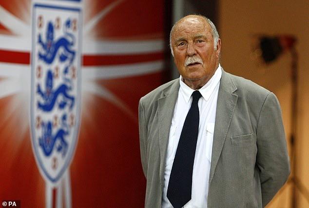 格里夫斯出生于1940年,职业生涯效能过切尔西、热刺、西汉姆等队