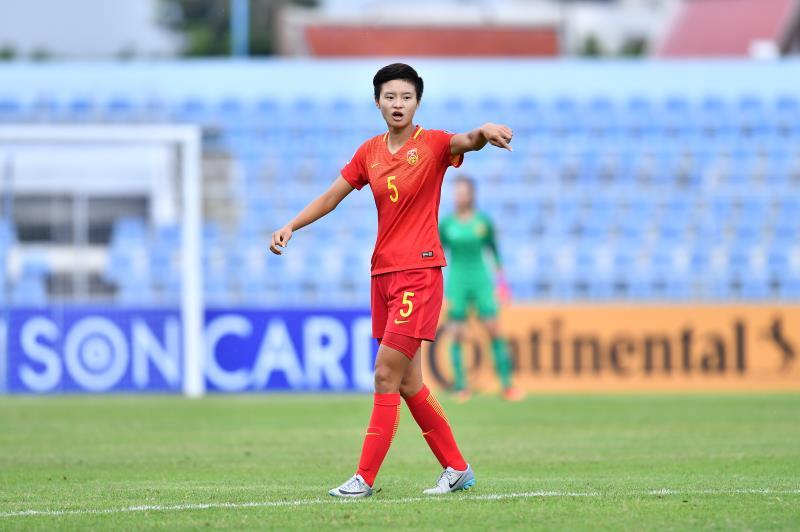女足球员韩慧敏在欧洲联赛出场:王霜鼓励我不要放弃