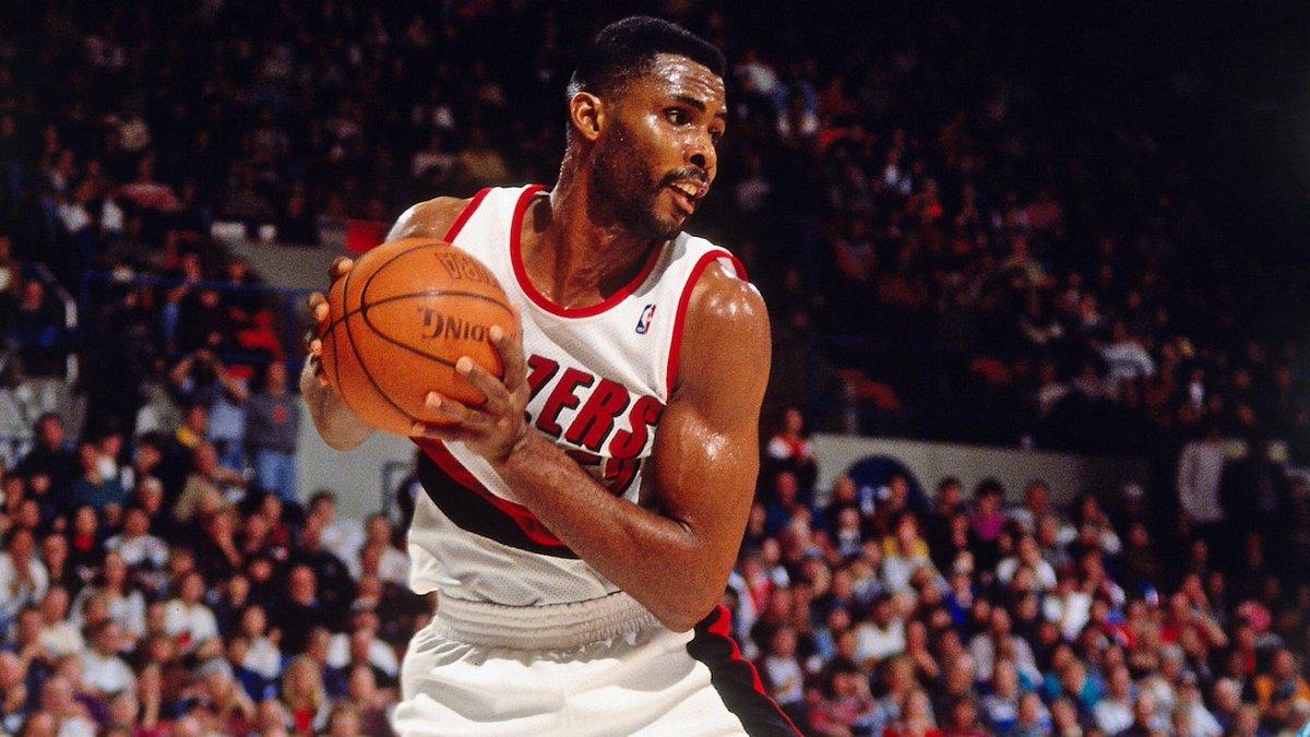 1992年的今天巴克-威廉姆斯成为第20位总篮板达到一万的球员