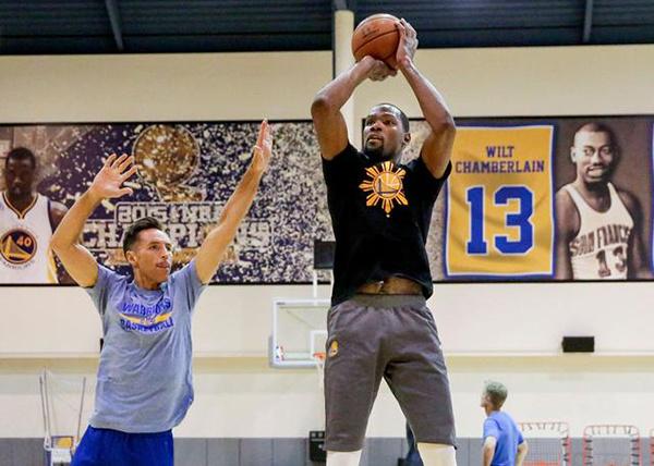 纳什:对篮球领域的凡人来说,杜兰特的表现是不可幻想的
