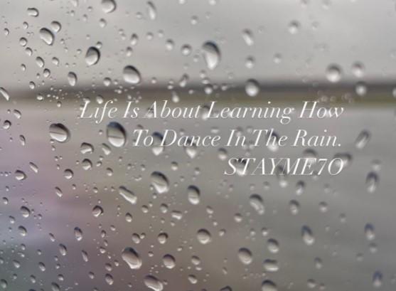 安东尼晒鸡汤:人生就是学习如何在雨中起舞