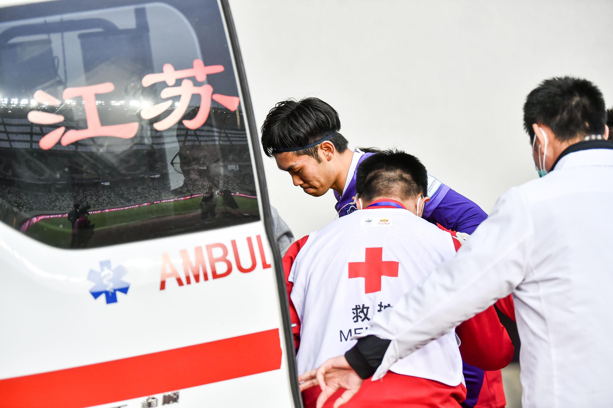 足球报:泰达赵英杰被诊断为胫骨远端轻微骨裂