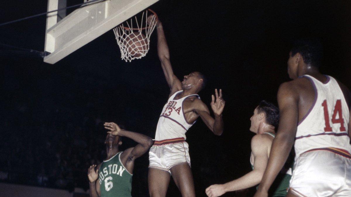 1961年的今天张伯伦在连续14场得到40+,创NBA纪录