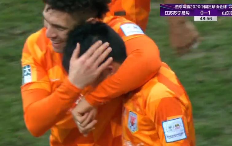 GIF:王彤内切过人左脚兜射破门,鲁能1-0苏宁!
