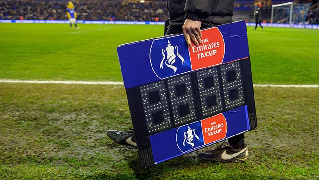 足总杯规则更新,每场可换五人,如有球员脑震荡可额外换人插图