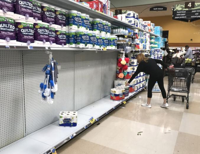 身高2.1米能干什么?小彭江雨·杰克森:例如,在超市给一个女人买一条纸巾