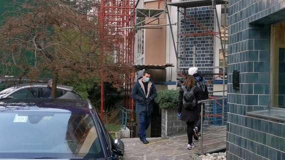 慢镜头:曼朱基奇正在米兰接受体检,将身披9号球衣