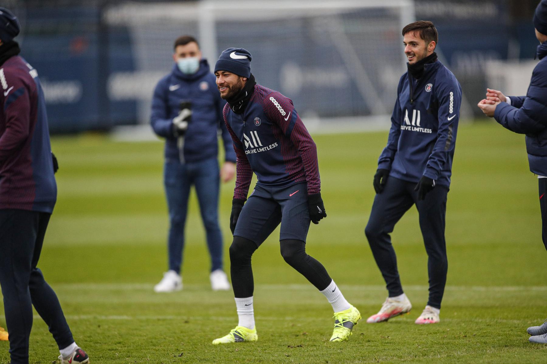 时隔1个月,内马尔重归巴黎圣日耳曼球队合练插图