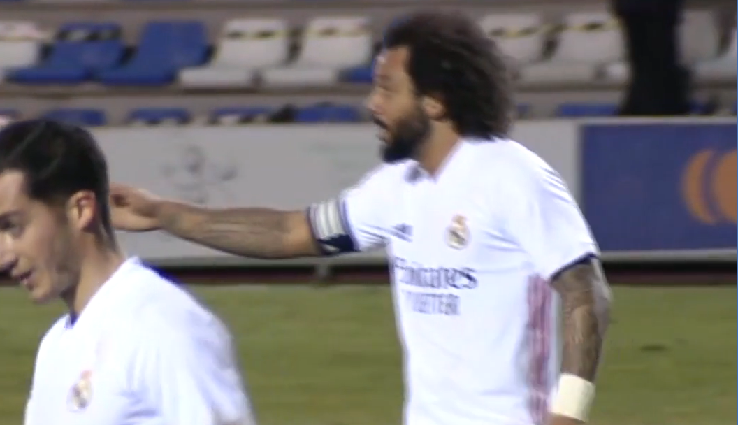 马塞洛嘱咐维尼修斯回防,结果正是维尼修斯负责球员破门
