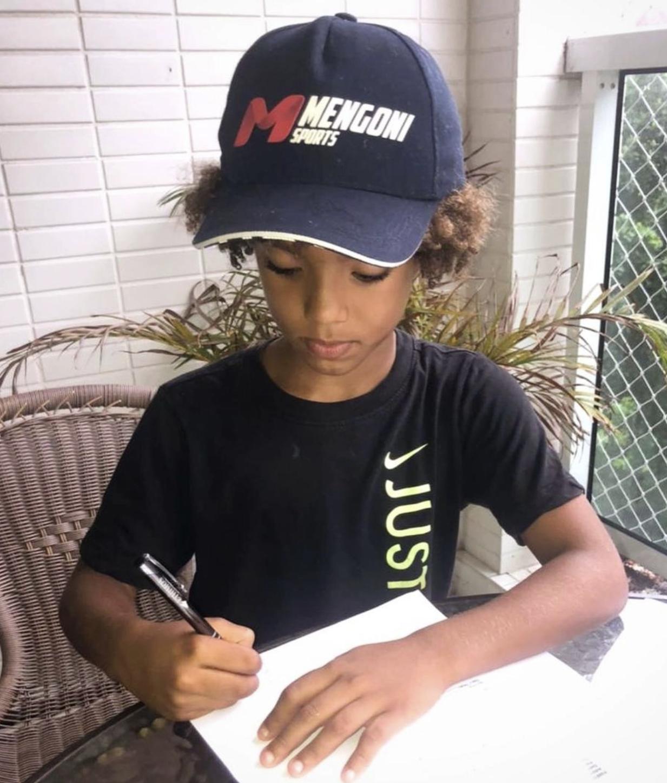 太阳报:耐克与巴西八岁神童签约;签约年龄低于梅西内马尔