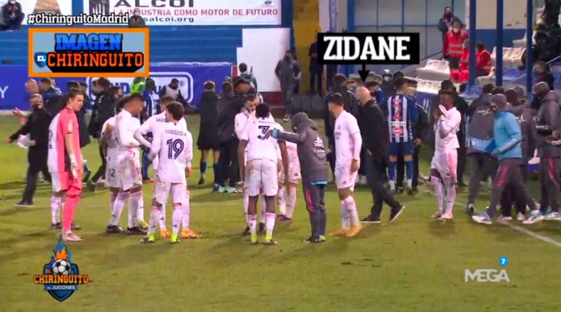 齐达内全程未聚拢球员安排战术,伊斯科马塞洛加时赛前偷笑