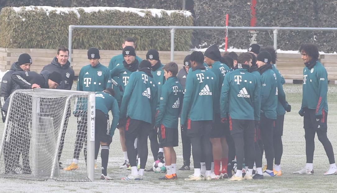 图片报:拜仁训练中着重练习防守,减少后场传球失误插图
