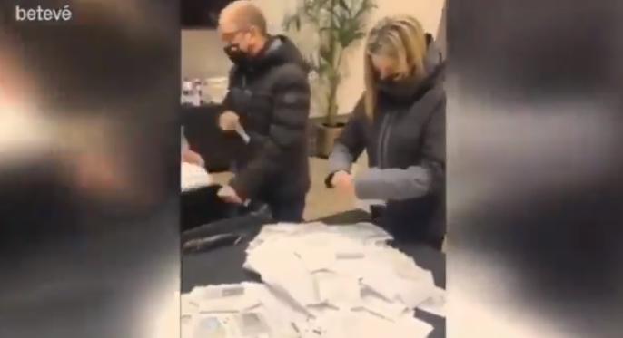 巴萨主席候选人将征集的会员签名全部撕掉,引发众怒