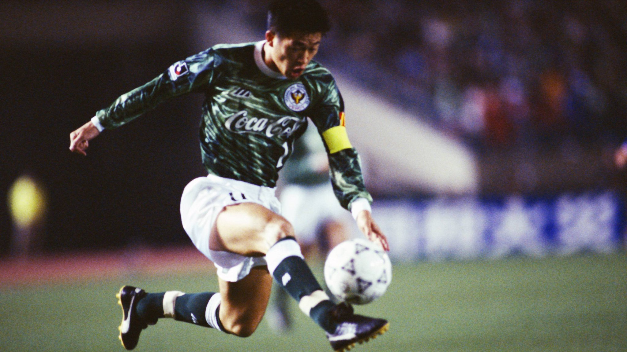 活化石!1994年的今天,三浦知良拿到J联赛元年冠军