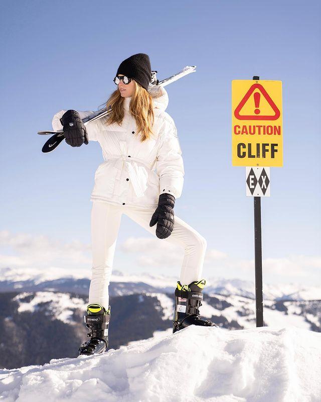 凯旋而归!乐福女友晒身穿滑雪服的照片