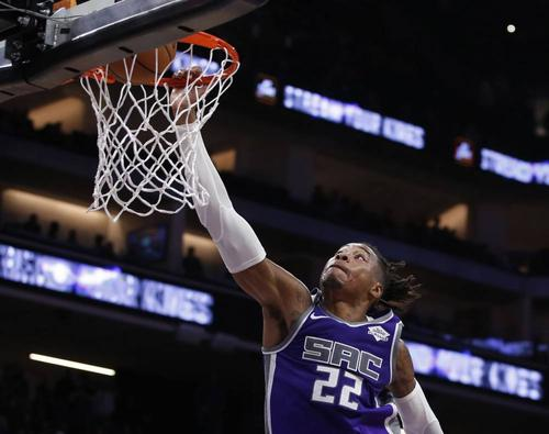6助攻创生涯新高!霍姆斯全场贡献17分9篮板6助攻插图