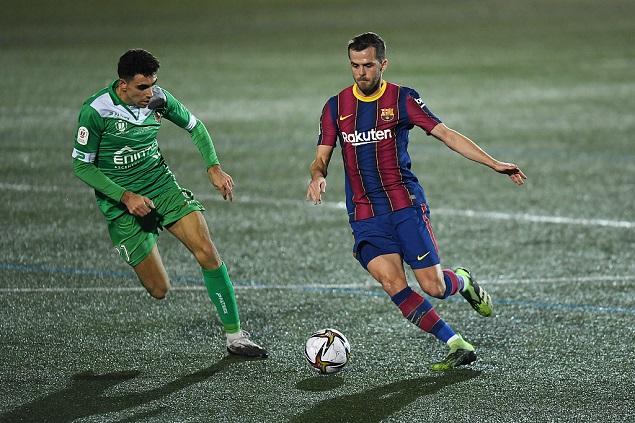 半场:皮亚尼奇点球被扑,巴塞罗那客场0-0科尔内亚