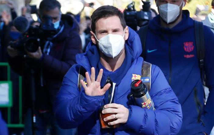 记者:梅西今天一直身体不适,基本无缘今天早晨超级杯
