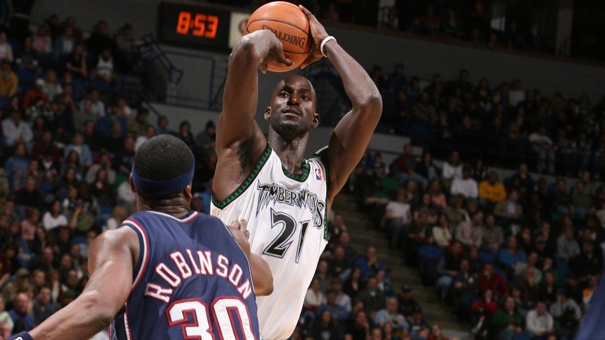 2007年的今天加内特突破生涯10000篮板大关,并助队取胜