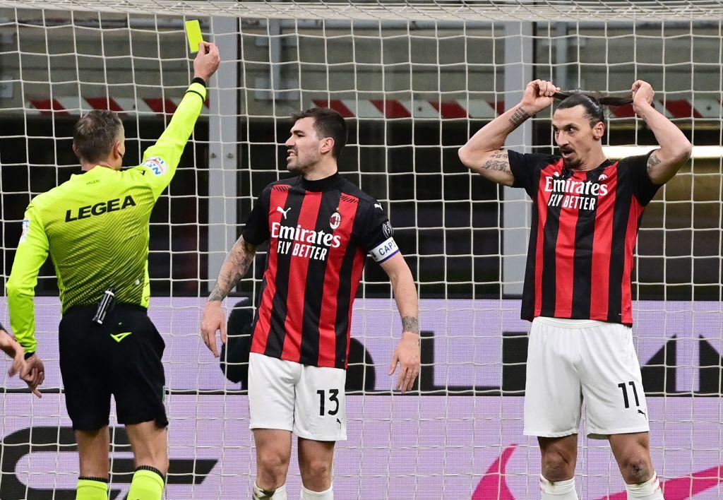 GIF:伊布放倒科拉罗夫,两黄变一红被罚下场
