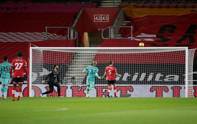 英斯梦幻进球萨拉赫失单刀,利物浦客场0-1不敌南安普顿插图
