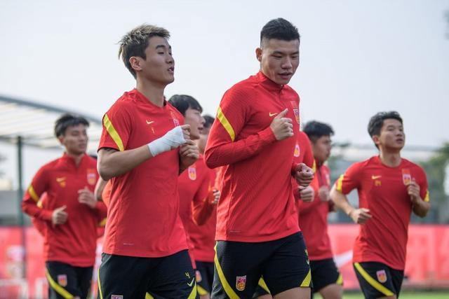 粤媒:韦世豪脚踝出现情况,缺席国足合练但不严重