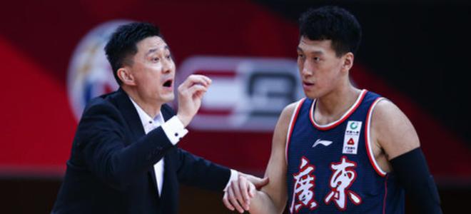 广东男篮击败辽宁,登顶积分榜首位