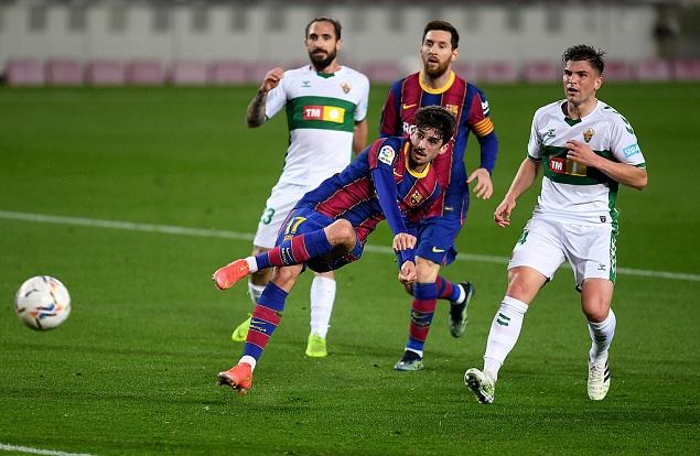 半场:特林康连续造威胁博耶失良机,巴塞罗那0-0埃尔切