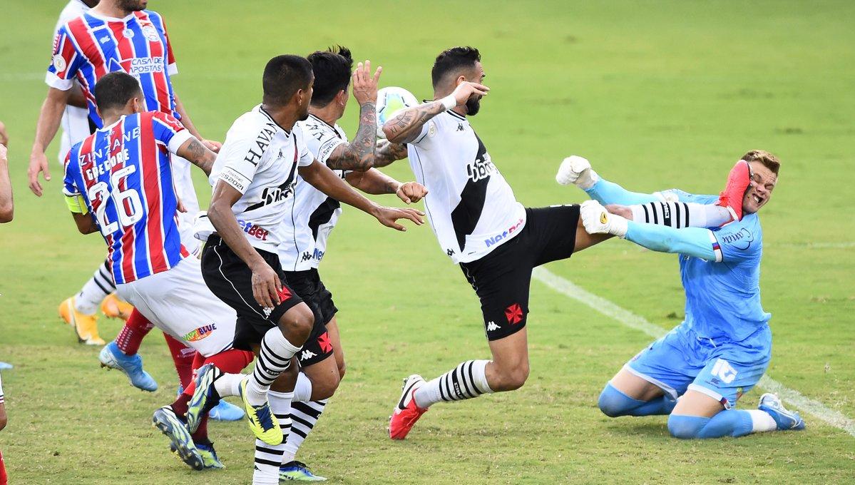 杀人飞踹!前罗马中卫卡斯坦在巴西联赛蹬踏对手面部被罚下