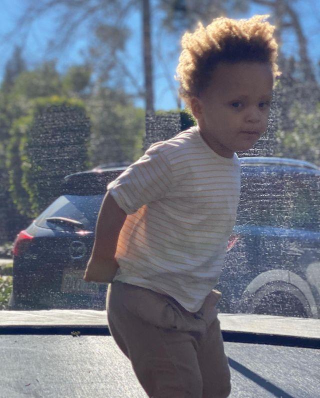 库里晒出三个孩子的照片:比赛日的氛围🦄️🦋🐺