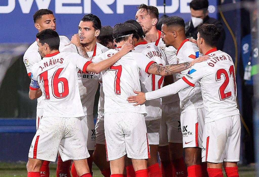 西甲:卡洛斯破门卢克-德容建功,奥萨苏纳0-2塞维利亚