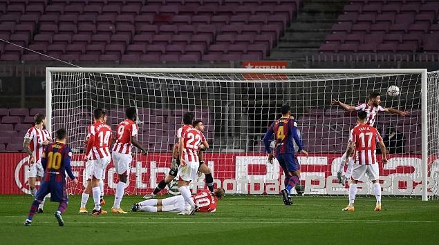 梅西任意球破门攻入球队第650球,巴萨2-1毕包升至联赛第二