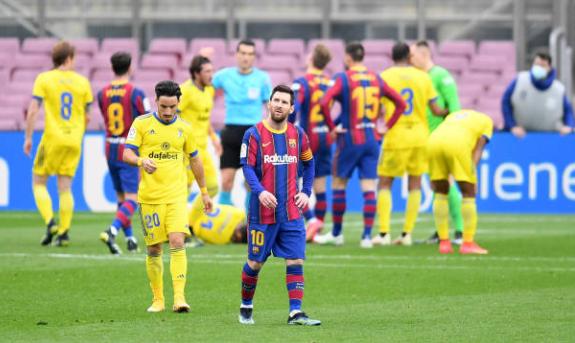 对阵加迪斯巴萨丢失球权131次,梅西24次全队最多