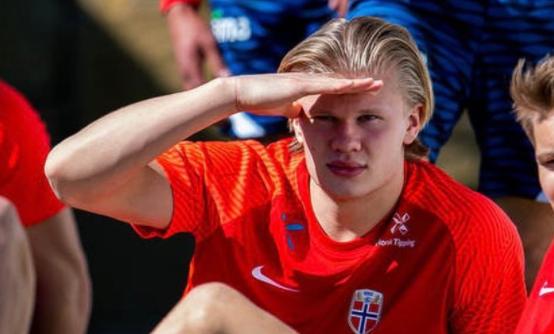 集训期间,挪威足协拒绝了西班牙媒体对哈兰德的采访