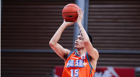 三分手感不佳!陈林坚全场得到21分6篮板5助攻