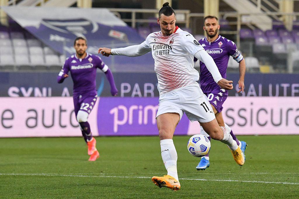 半场:伊布开场破门普尔加扳平比分,米兰客场1-1佛罗伦萨