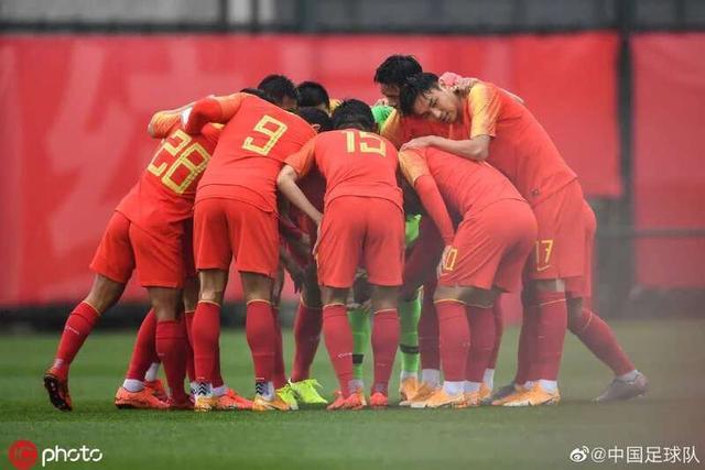 北青:国足即将集训确定主力班底;女足奥预赛主场仍在苏州