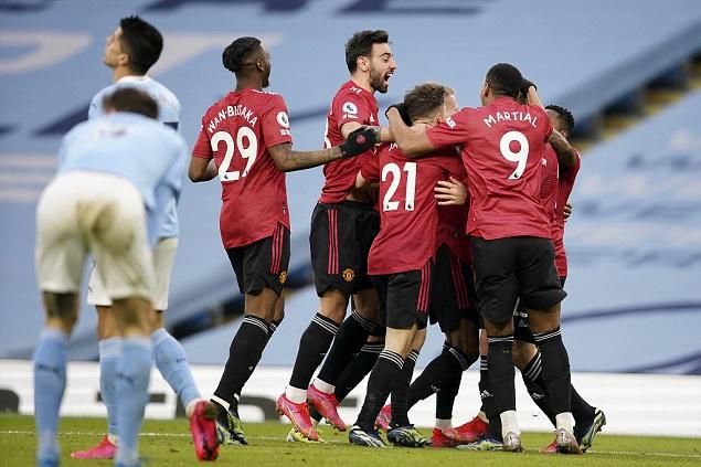 马夏尔造点B费点射卢克肖建功,曼联客场2-0终结曼城21连胜